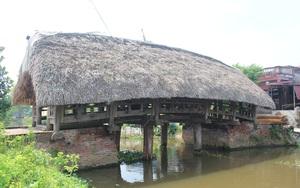 Nam Định: Ngắm cây cầu lợp lá cọ của làng Kênh có  tuổi đời 700 năm đẹp nhất Việt Nam