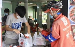 ẢNH: TP.HCM ngày đầu tái hoạt động dịch vụ, hàng quán đóng nhiều hơn mở, thức ăn mang về đắt khách