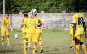 """SLNA """"chơi lớn"""", đôn 15 cầu thủ trẻ lên đội 1"""