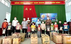 Báo NTNN/Dân Việt và các mạnh thường quân mang Tết Trung thu đến với trẻ em nghèo Tây Nguyên