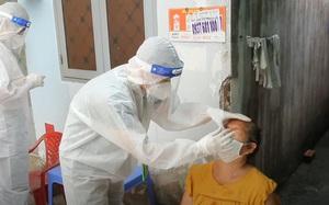 Video: Theo chân đội y tế lưu động ở TP.HCM thăm khám trực tiếp cho F0 đang điều trị tại nhà