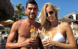 """""""Bỏ bê"""" cựu tuyển thủ Italia, người mẫu thả dáng sexy ở bãi biển"""