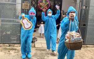 Hình ảnh ông Địa mặc đồ bảo hộ kín mít, phát quà Trung thu cho trẻ em tại Đà Nẵng