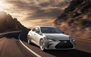 Lexus ES 2022 có 2 phiên bản tiêu chuẩn, giá từ 40.800 USD