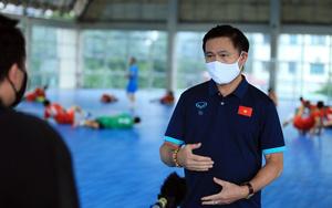 """Bầu Tú của ĐT futsal Việt Nam lý giải việc """"nhốt 2 hổ chung 1 chuồng"""""""