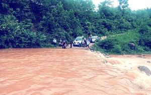 Mưa lớn gây chia cắt nhiều địa phương ở Quảng Bình