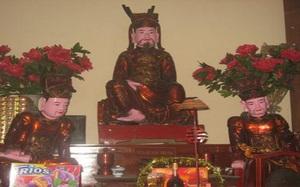 Bí ẩn đằng sau 3 bức tượng Đức ông chân trần khác lạ nơi chùa Bộc