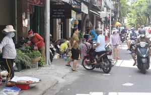 """Đà Nẵng: Chợ truyền thống mở """"nhỏ giọt"""", chợ cóc tràn lan"""
