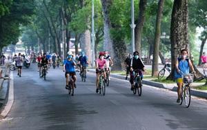 Hà Nội: Người dân vui sướng đổ ra bờ hồ Hoàn Kiếm luyện tập thể dục, thể thao từ 4h sáng nay