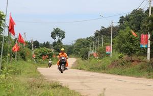 """Đắk Nông: """"Mặc áo hoa"""" cho những con đường biên giới"""