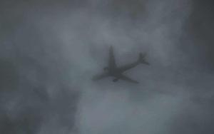 Ảnh: Khám phá ngôi làng bị bỏ hoang vì quá ồn, máy bay lượn trên đầu cả ngày