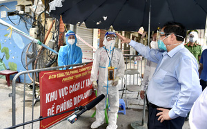 Ảnh ấn tượng tuần: Thủ tướng kiểm tra điểm nóng về dịch Covid-19 tại Hà Nội và Lễ khai giảng lịch sử