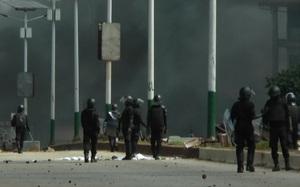 Những hình ảnh nóng khi Quân đội Guinea tuyên bố Chính phủ giải thể, bắt giữ Tổng thống, biên giới đóng cửa