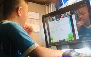 Khóc cười với ngày đầu học trực tuyến ở TP.HCM