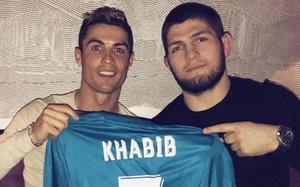 """""""Đại bàng"""" Khabib tiết lộ lý do Ronaldo rời Juve"""