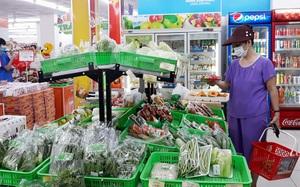 Hà Nội yêu cầu người dân quét mã QR code khi ra vào các điểm bán hàng