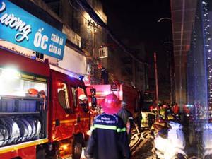 Biển lửa bao trùm siêu thị Hà Nội ở trung tâm Sài Gòn