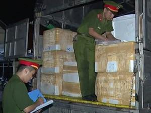 CSGT bắt giữ xe tải chở gần 3,5 tấn nội tạng hôi thối đi tiêu thụ