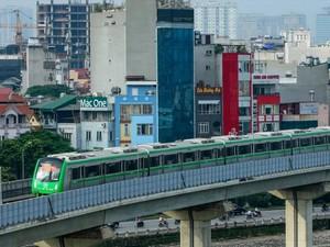 """Mỗi người Việt Nam """"cõng"""" hơn 32 triệu đồng nợ công"""