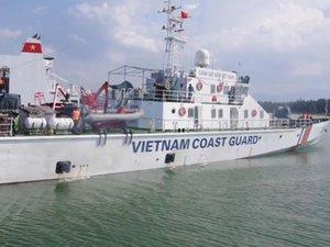 Tàu Cảnh sát biển đang vượt sóng ra Hoàng Sa cứu 6 ngư dân gặp nạn