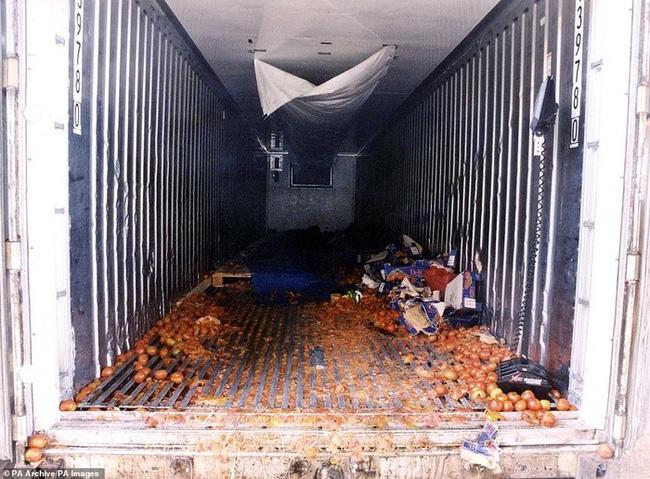 Từ vụ 39 thi thể trong container, nhìn lại thảm kịch nhập cư bất hợp pháp tồi tệ nhất tại Anh - Ảnh 1.