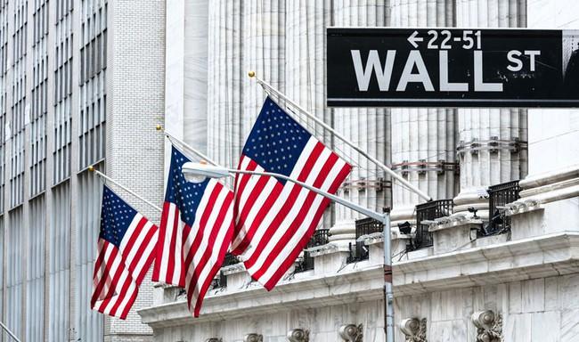 Dow Jones giảm hơn 800 điểm sau 2 phiên, cơn cuồng phong nào đang càn quét phố Wall? - Ảnh 1.
