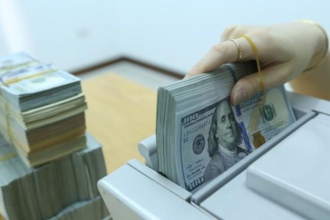 """Tỷ giá ngoại tệ hôm nay 30/10: Ngân hàng mua """"rẻ"""", bán """"đắt"""" - Ảnh 1."""