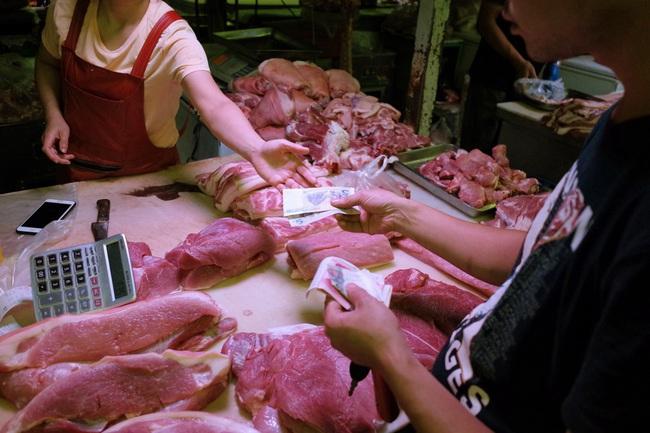 Thiếu cung thịt lợn trầm trọng, Trung Quốc đẩy mạnh nhập khẩu dịp Tết Nguyên đán gần kề - Ảnh 1.