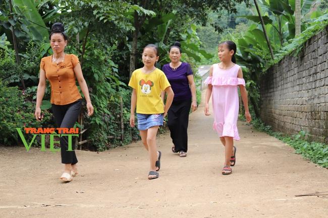 Thuận Châu khơi dậy sức dân trong xây dựng Nông thôn mới - Ảnh 2.