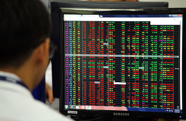 Thị trường chứng khoán 27/11: Luật chứng khoán sửa đổi đủ sức giúp VN-Index đảo chiều? - Ảnh 1.