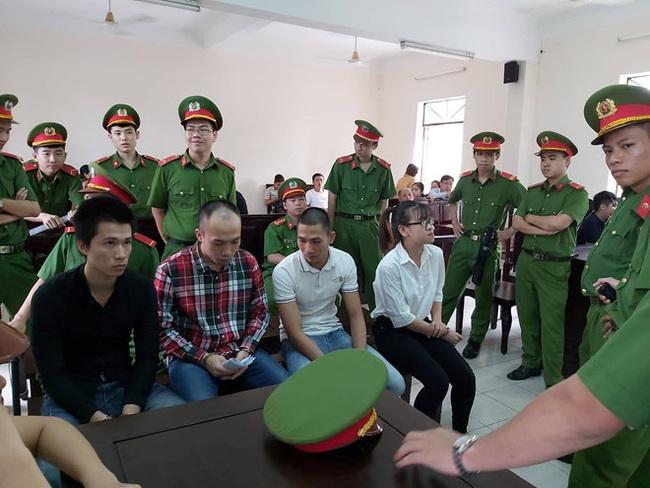 Nữ nhân viên Alibaba cầm đầu nhóm chống đối, phá xe đoàn cưỡng chế lĩnh 4 năm 6 tháng tù - Ảnh 1.