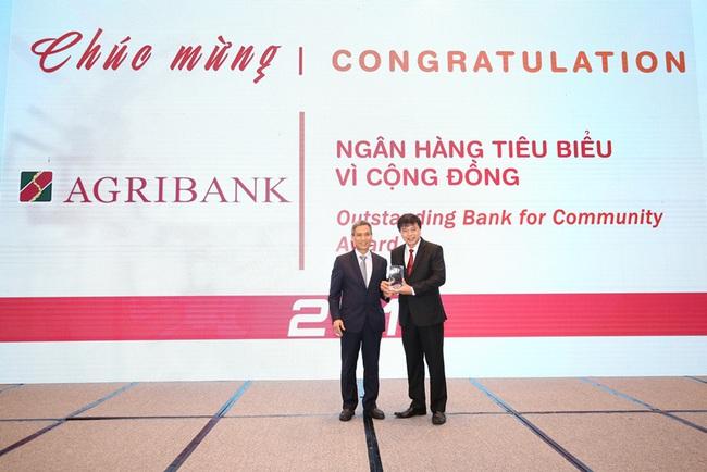 Agribank được vinh danh 2 giải thưởng Ngân hàng Việt Nam tiêu biểu 2019 - Ảnh 1.