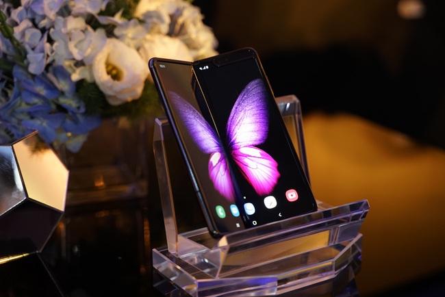 """Samsung Galaxy Fold """"cháy hàng"""" tại Việt Nam sau vài giờ ra mắt  - Ảnh 1."""