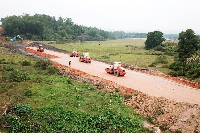 Quảng Ninh mời Tập đoàn Đèo Cả gỡ khó cho dự án cao tốc Vân Đồn – Móng Cái - Ảnh 2.