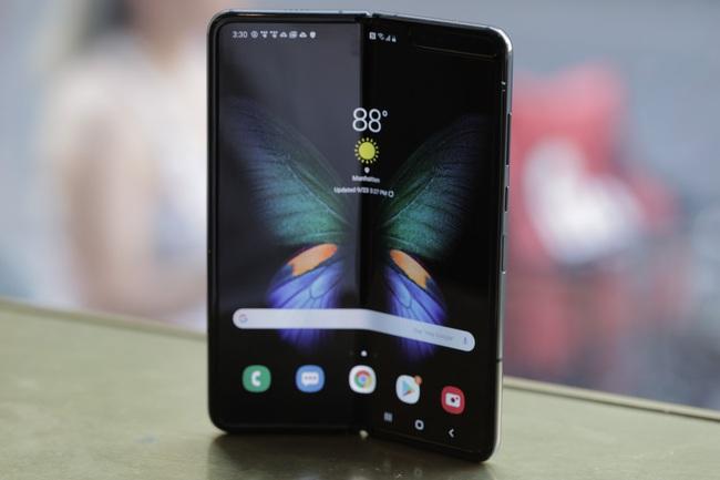 Samsung đã bán được 1 triệu chiếc smartphone màn hình gập Galaxy Fold - Ảnh 1.