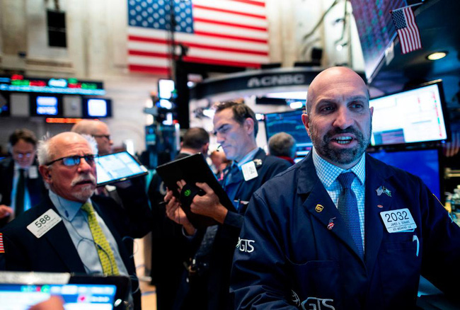 Bộ Lao động công bố tỷ lệ thất nghiệp thấp nhất trong 50 năm, Dow Jones leo dốc 330 điểm - Ảnh 1.