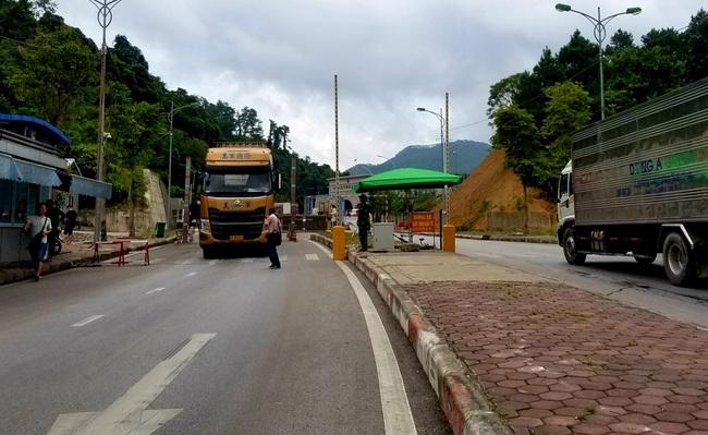 Tạm dừng XNK hàng hóa qua 12 cửa khẩu, lối mở Lạng Sơn vì virus Corona - Ảnh 1.