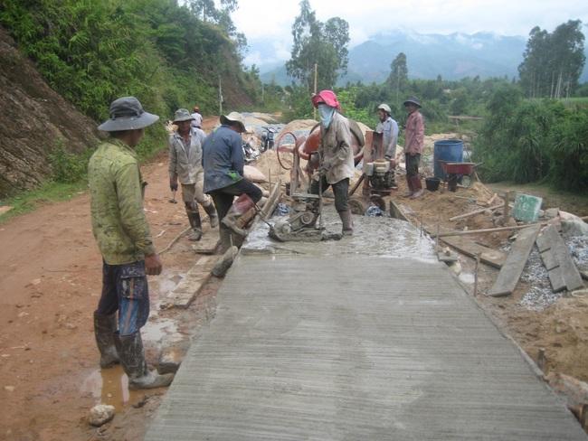 Quảng Ngãi: Nông dân xung kích trong xây dựng NTM  - Ảnh 1.