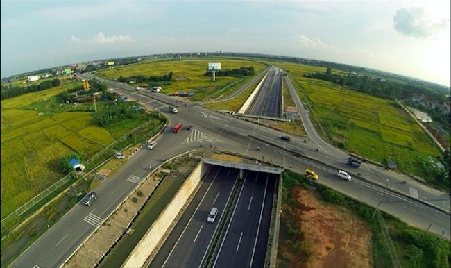 Vì sao Bộ GTVT chưa đầu tư nút giao lên đường cao tốc Nội Bài - Lào Cai? - Ảnh 1.