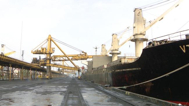Quảng Ninh bốc rót những tấn than đầu tiên năm 2020 - Ảnh 1.