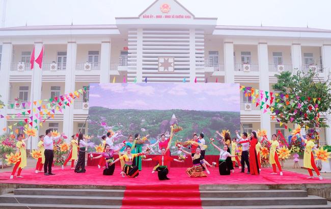 Sơn La thêm xã thứ 41 về đích nông thôn mới - Ảnh 2.