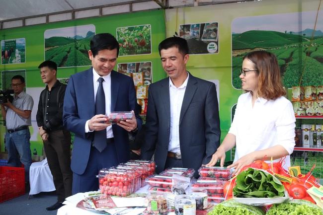 Sơn La: Tổng kết 10 năm chương trình xây dựng nông thôn mới - Ảnh 3.