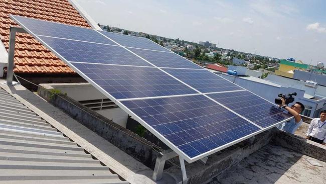 Việt Nam sản xuất năng lượng mặt trời vượt Úc - Ảnh 1.