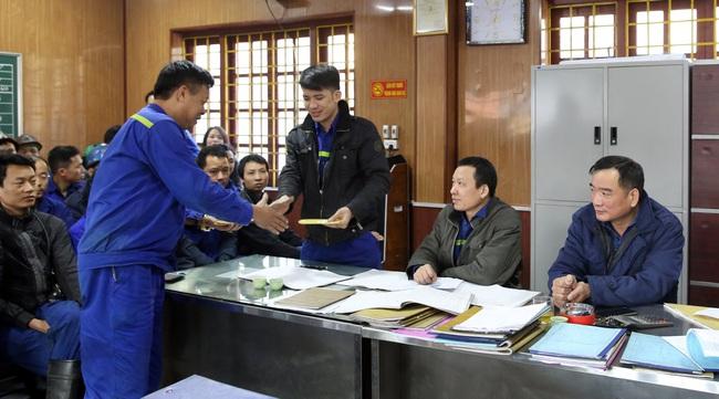 Hàng vạn công nhân vào guồng sản xuất sau kỳ nghỉ Tết - Ảnh 2.