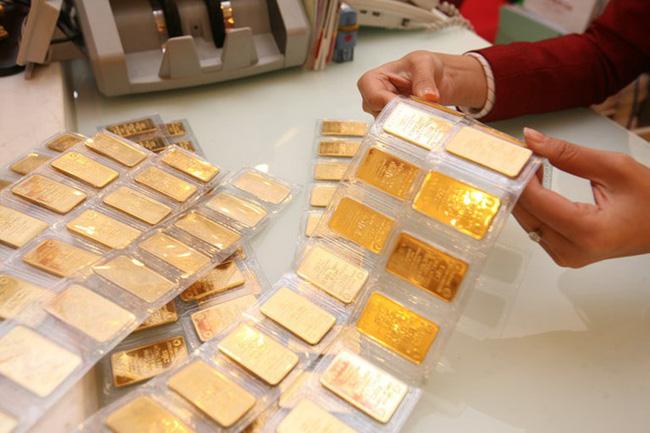 Giá vàng chiều 1/10 bất ngờ tăng mạnh, vượt 56 triệu đồng/lượng - Ảnh 1.