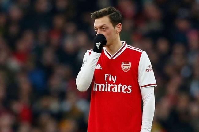 "Ozil vẫn muốn ""ngồi mát ăn bắt vàng"" ở Arsenal"