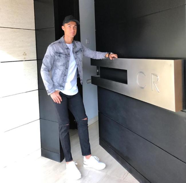 Những ngôi nhà của Ronaldo: Từ Madeira cho đến Turin - Ảnh 10.