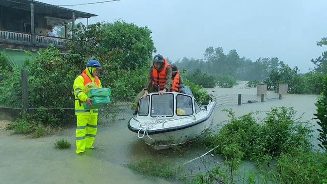 TT-Huế: 2 hồ thượng nguồn sông Hương tăng xả lũ, cảnh báo dân vùng thấp trũng sơ tán  - Ảnh 5.