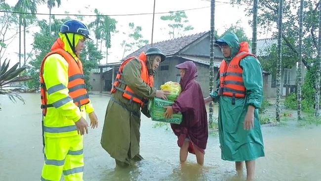 TT-Huế: 2 hồ thượng nguồn sông Hương tăng xả lũ, cảnh báo dân vùng thấp trũng sơ tán  - Ảnh 4.