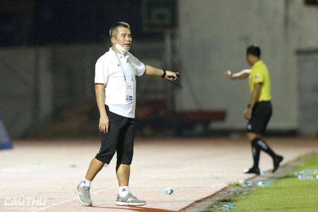 """""""Mourinho Việt Nam"""" muốn trọng tài bù thêm giờ để """"khán giả xem cho vui"""" - Ảnh 1."""